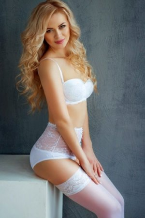 Alya vip escort girl