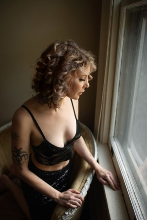 Aryane adult dating & escort